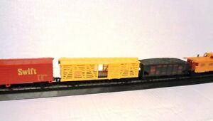 4-HO-Scale-Train-Cars