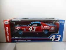 1/18 AUTOWORLD 1972 PLYMOUTH ROADRUNNER RICHARD PETTY #43