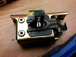VAUXHALL-CORSA-C-00-06-O-S-REAR-OFFSIDE-DRIVERS-SIDE-SEAT-CATCH-LOCK-90484110