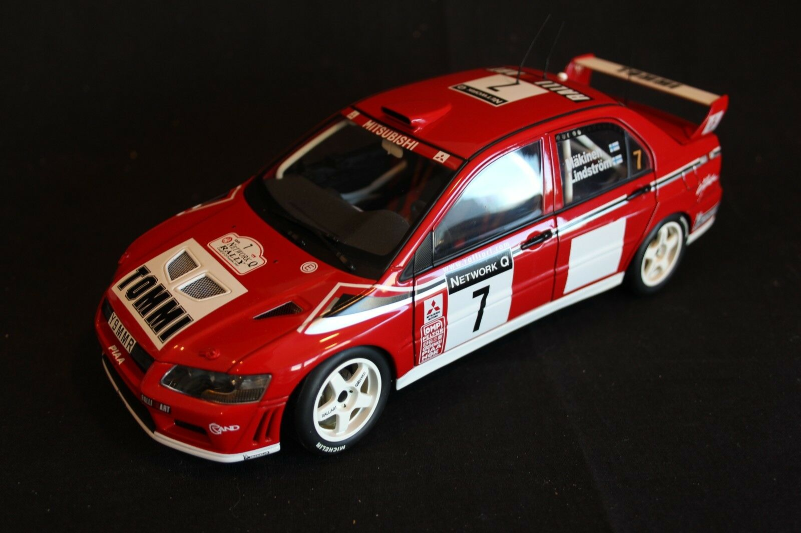 AutoArt Mitsubishi Lancer WRC 2001 1 18  7 Makinen   Lindström Network Q (AK)