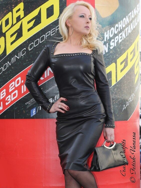 Lederkleid Leder Kleid Kleid Kleid Schwarz Knielang Nieten Glamour Maßanfertigung 3eb839