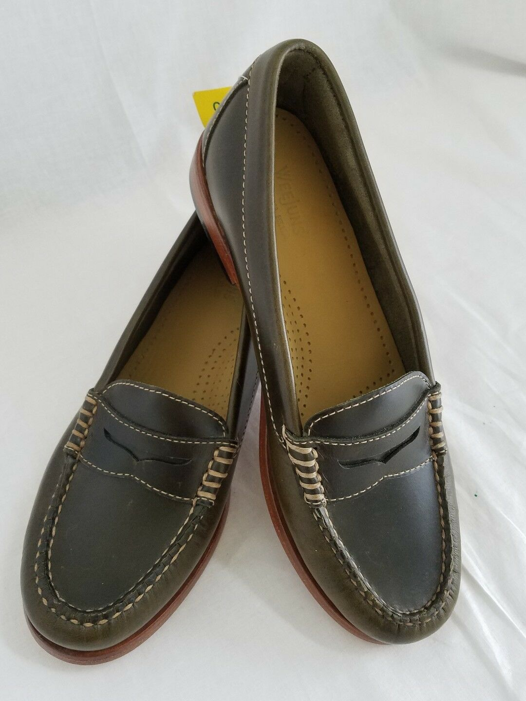 Weejuns NWOB Handcrafted Leather Shadow Green Womens Loafers, Size 5.5M