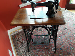 ANTIQUE-SINGER-SEWING-MACHINE-MODEL-28-1-VIBRATING-SHUTTLE-3-V-S-No-3-TREADLE