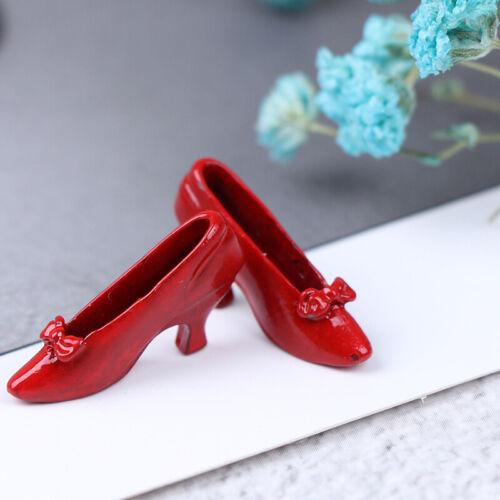 1 Paar 1:12 Puppenhaus-Miniaturzubehör Rote Schuhe mit hohen Absätzen PrinzesXUI