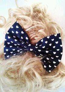 Rockabilly-Pin-Up-Girl-Haarschleife-Marinenlau-amp-Weiss-Herz-50-039-s-Hairclip-Bow-Lazo