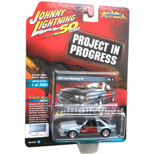 JOHNNY-LIGHTNING-JLCP7261-B-1982-FORD-MUSTANG-GT-1-64-LIGHT-BLUE-POLY