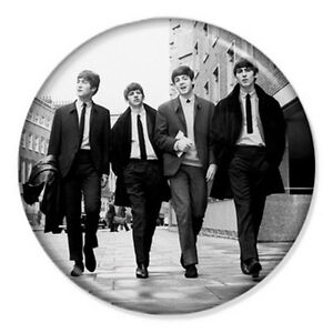 The-Beatles-Walking-25mm-1-034-Pin-Badge-Button-Iconic-Lennon-McCartney-Ringo-Band