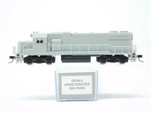 N Scale Walthers Proto 920-75035 Undecorated EMD GP38-2 Diesel Locomotive No#