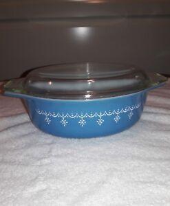 Vintage  PYREX Oval Casserole Garland SNOWFLAKE BLUE 1 1/2 QUART # 43