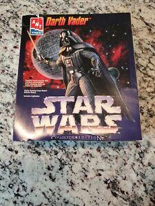 AMT-ERTL-Star-Wars-Darth-Vader-Collectors-Edition-Vinyl-Model-Kit-w-Lightsaber