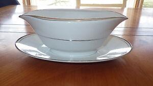 Fine-China-Gravy-Boat-Sincerity-Imperial-China-W-Dalton-318-white-Platinum