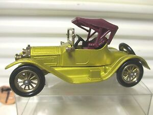 LESNEY-MATCHBOX-MODELS-of-YESTERYEAR-Y6-1913-GOLD-CADILLAC-No-BodyCutOuts-A-Base