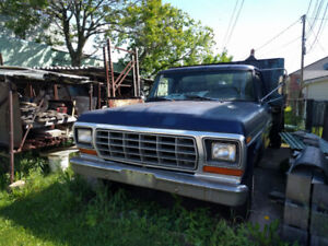 1979 Ford F-250 351 Windsor V8 (5.8L) with 2 Ton Hydraulic Dump