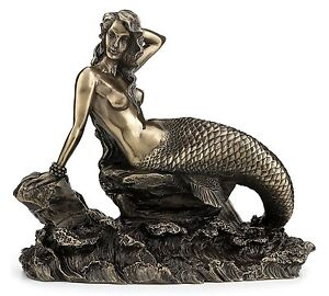 Gorgeous-Bronzed-Mermaid-Sitting-on-Rock-with-Crashing-Waves-Figurine-NEW
