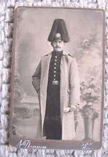 CDV Foto Soldat mit Pickelhaube mit Paradebusch Mantel Kabinettfoto Riesa