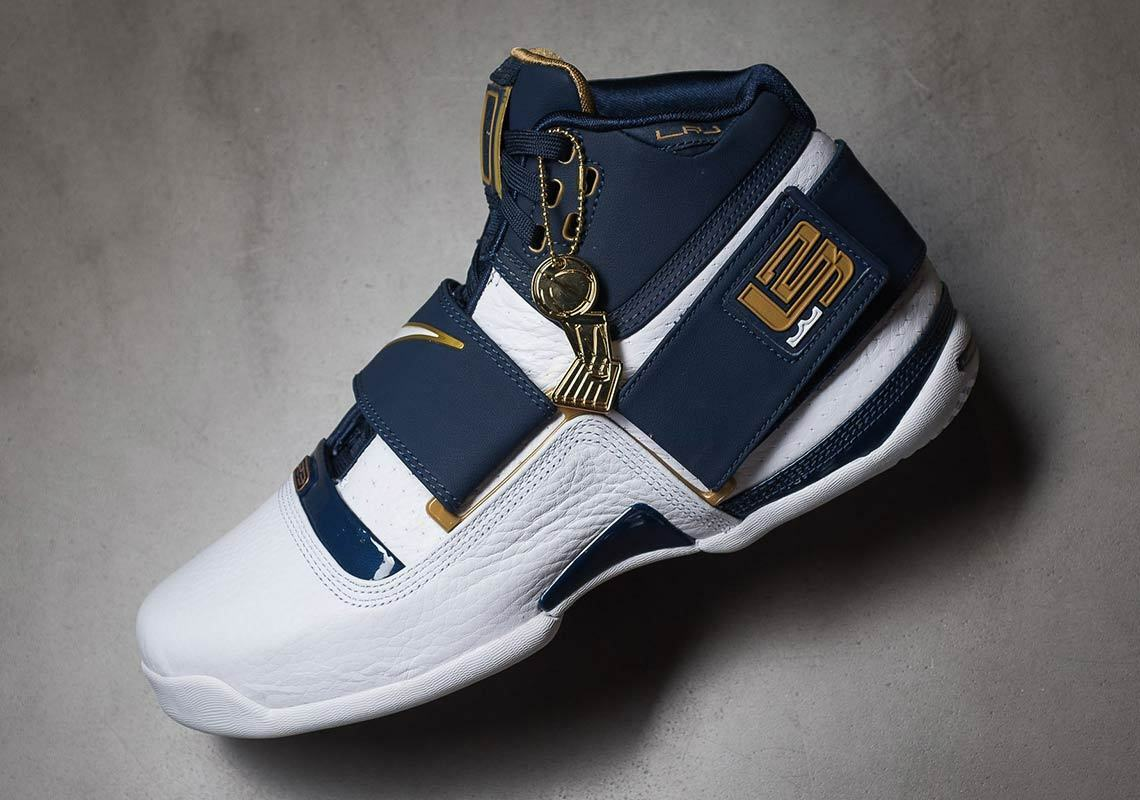 Nike Zoom Lebron Soldier CT 16 QS size 11.5. AQ2088-400. Navy White gold.