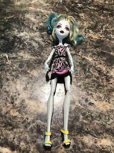 laguna-Blue-Monster-High-Doll-Camera-Action-Black-Carpet-Doll