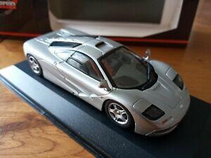 Minichamps-McLaren-F1-Roadcar-Plata-1-43-escala-530-133431