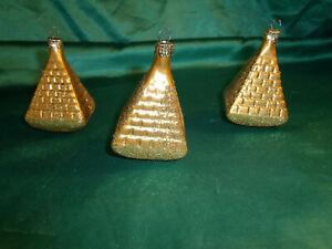 3-alte-Christbaumkugeln-Glas-Formkugeln-Pyramiden-gold-Christbaumschmuck-Vintage
