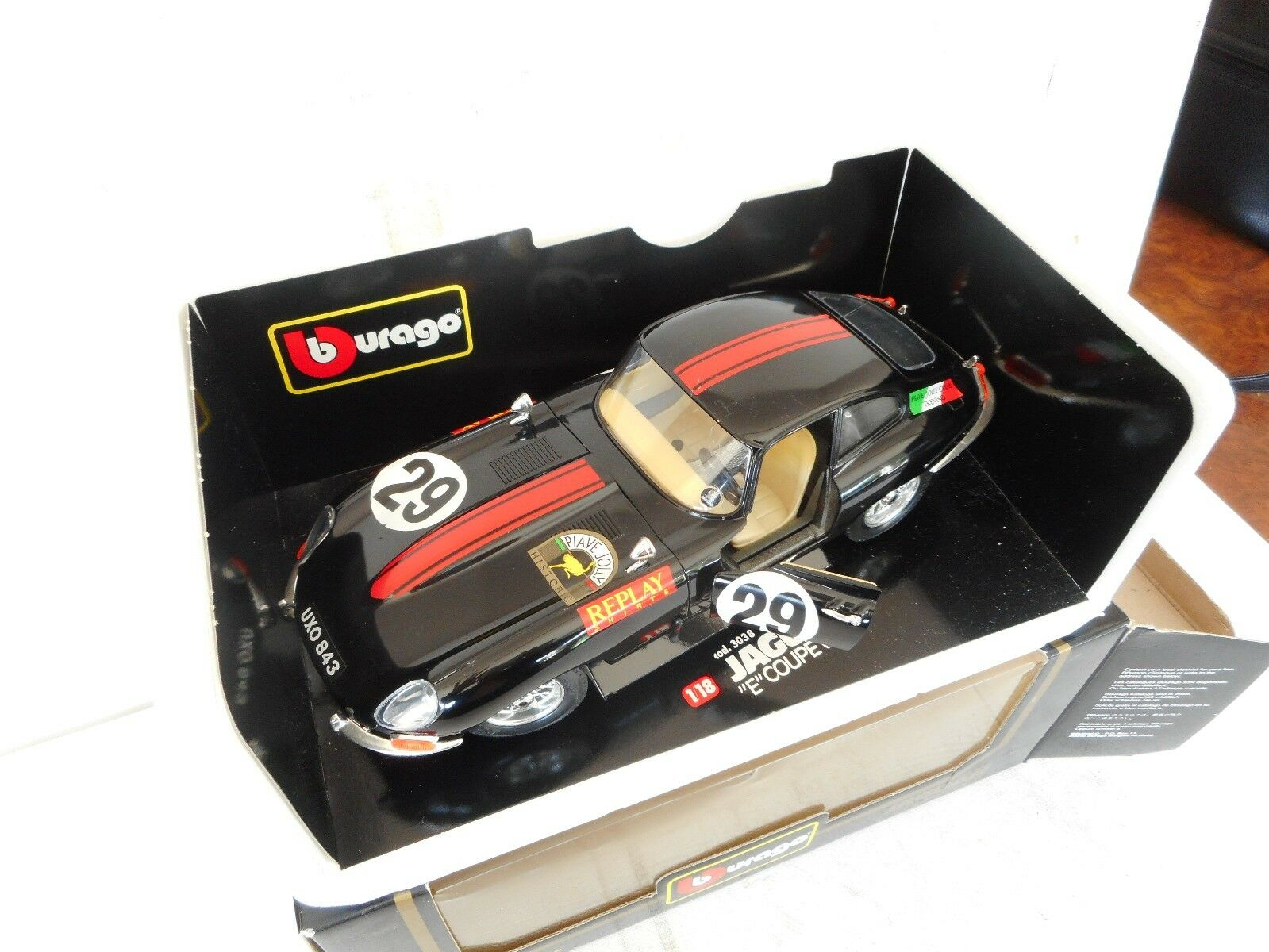 Burago 1 18 Scale Diecast  Jaguar E Type Coupe  1961 Race GOOD WITH BOX