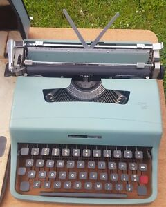 Olivetti Underwood Lettera 32 Portable Typewriter-For PARTS or REPAIR