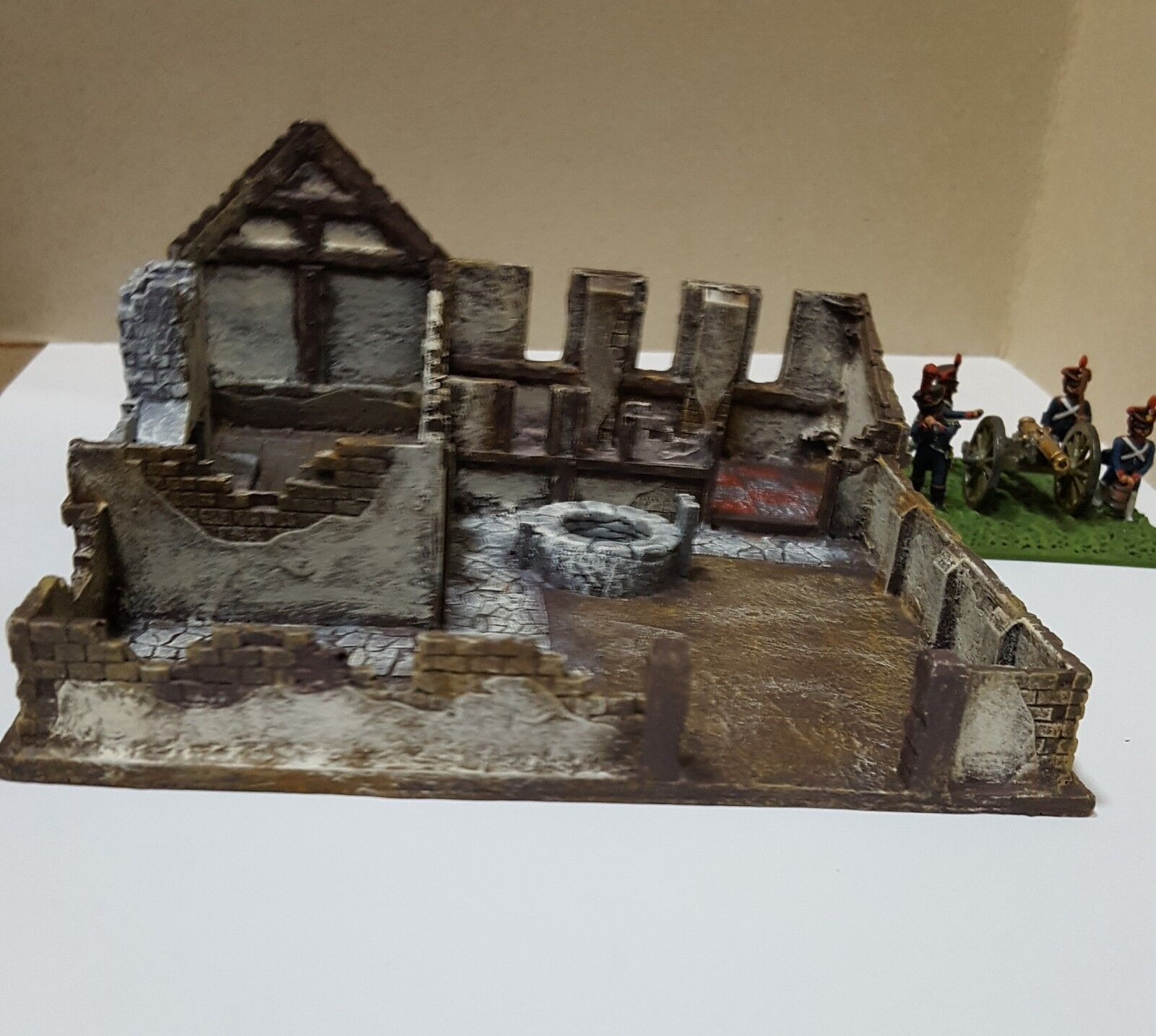 HM15 - 28MM - RUINED HOUSE WITH COURTYARD - MAINLY MILITARY