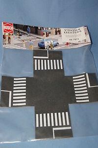 Busch-7074-Pedestrian-Crossing-HO