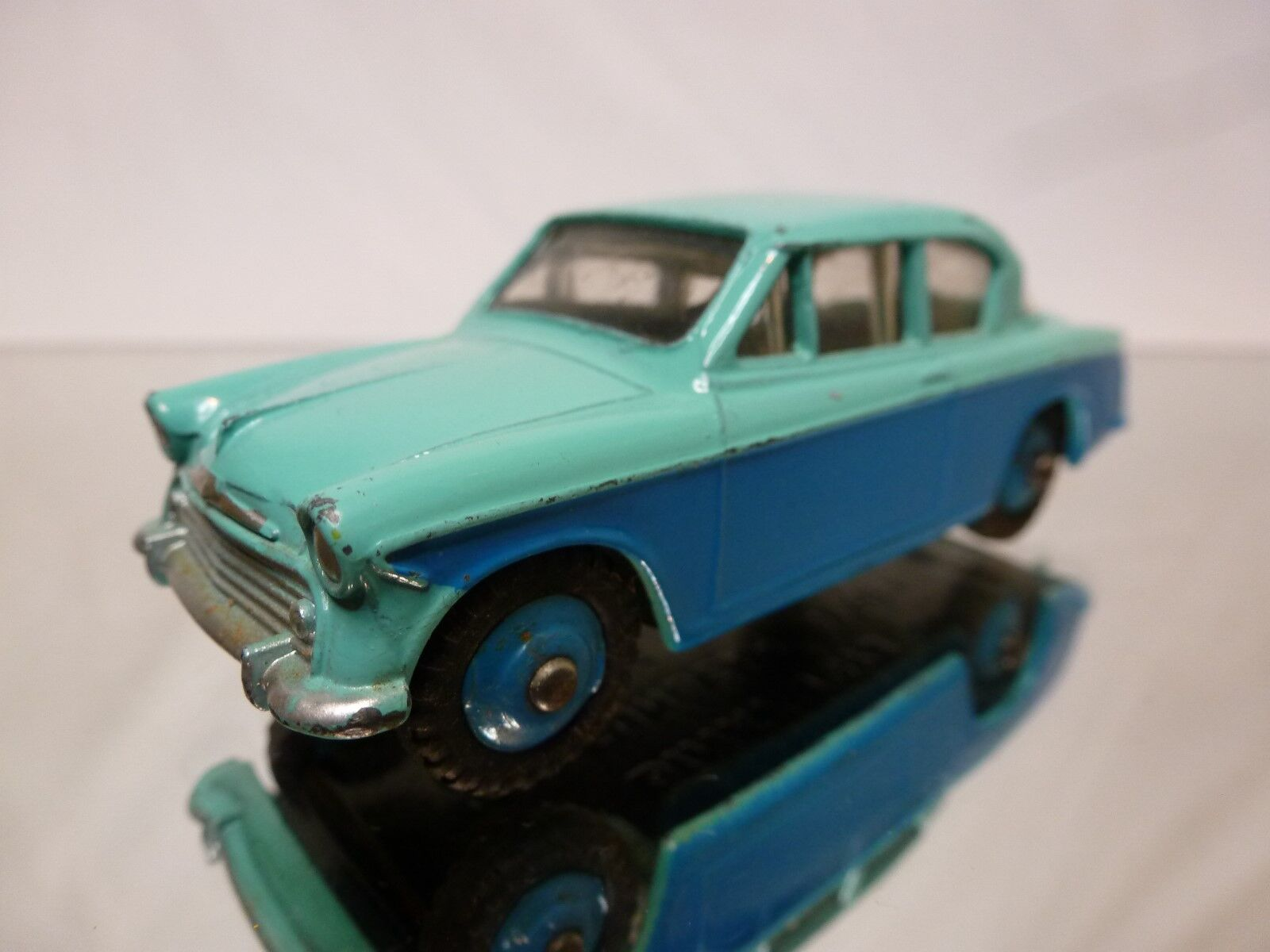 DINKY TOYS - 1 43 - NO= 166  SUNBEAM RAPIER    - IN NEAR MINT  CONDITION