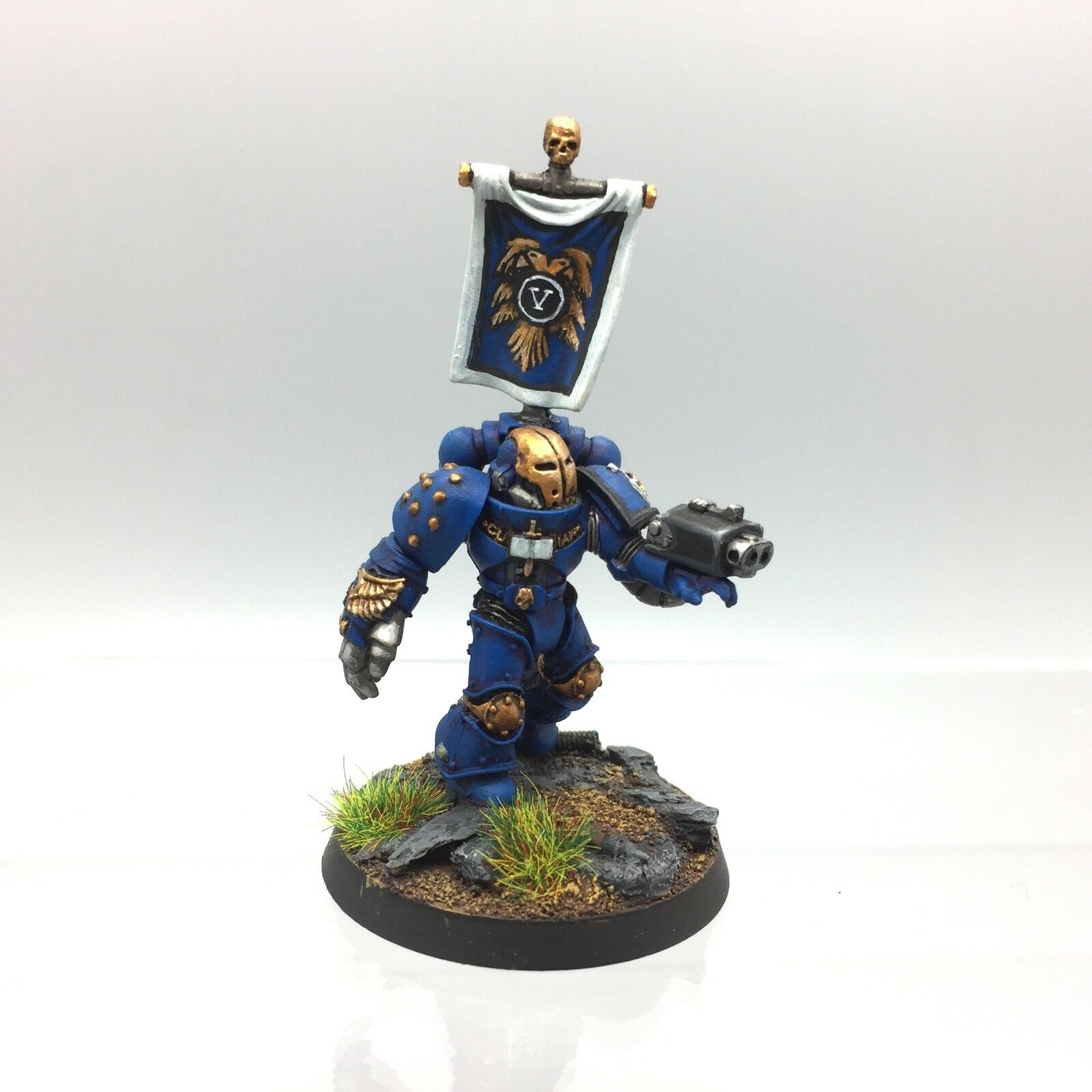 WARHAMMER 40,000 SPACE MARINES ULTRAMARINES CAPTAIN CHAPTER MASTER LORD PAINTED