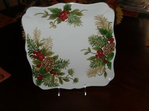 MAXCERA-PINE-CONE-HOLLY-SET-4-DINNER-PLATES-CHRISTMAS-RED-BERRIES-HOLIDAY