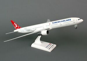 SKYMARKS (SKR740) TURKISH AIRLINES 777-300ER 1:200 SCALE PLASTIC SNAPFIT MODEL