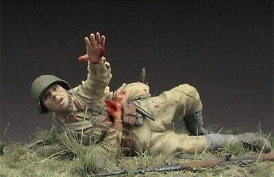 1:35 Scale Resin Model Soviet Wounded Soldier Disassembled And Unpainted Kit
