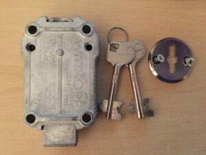 Rosette Tresorschloß Doppelbartschloß CaWi Optima 2648 NEU 2 Schlüssel 65mm
