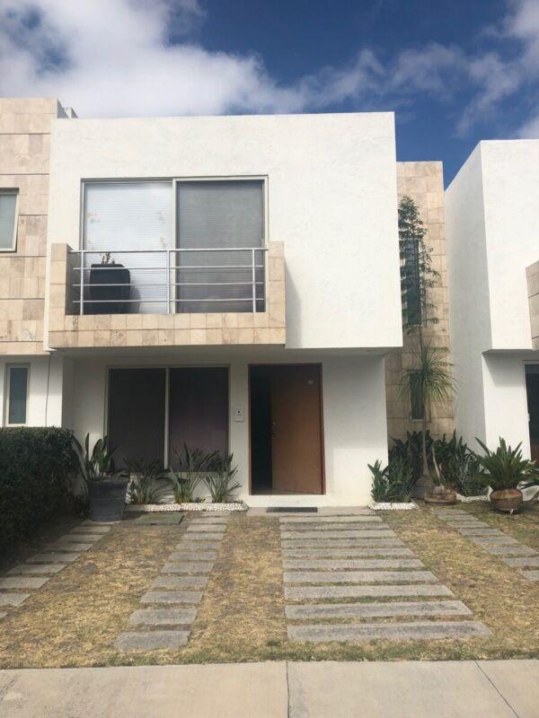 Casa Amueblada en renta para ejecutivo en Santa Fe juriquilla Qro