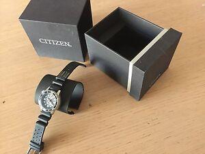 Orologio-Citizen-eco-Drive-driver-039-s-200-m