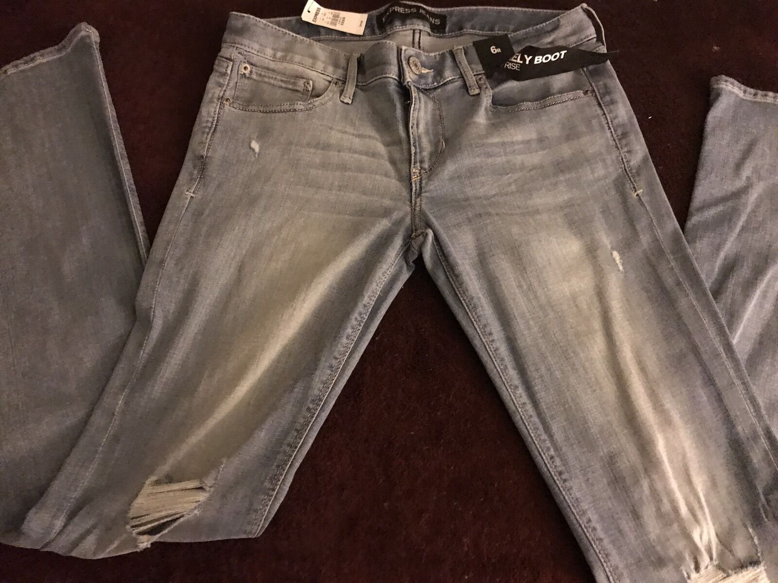 NWT  EXPRESS BARELY BOOT LOW RISE LIGHT WASH SLIGHT DISTRESSED WOMENS SZ 6 JEANS
