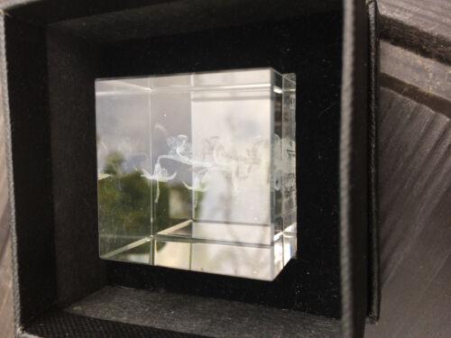 Small decorative lazer cut flower glass cube