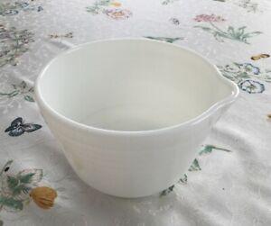 VTG-Pyrex-Hamilton-Beach-Mixer-Model-034-K-034-Small-White-Mixing-Bowl-w-pour-spout