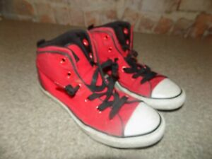 CONVERSE ALL STAR YOUTH SIZE 4 RED AND