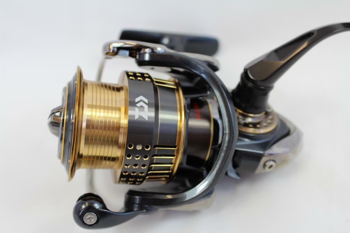 Daiwa 15 Exist 2003F-H Spinnrolle Spinnrolle Spinnrolle Ultralight High End Japan Rolle Spin Rolle f8eff3