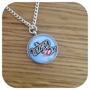 The-Wizard-of-OZ-ruby-slippers-round-necklace