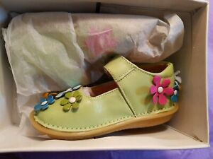 Girls Shoes Pipsqueaks AKA Rainbow Steps Toddler NON-Squeaky Brown w// Flowers