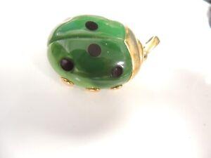 Vintage-1960-039-s-Classic-034-Trifari-034-Green-Jade-Colored-Ladybug-Pendant-amp-Necklace