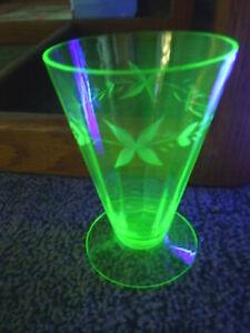 5-Five-Etched-Paneled-Green-Depression-Glass-Footed-Tumblers-Uranium-Vaseline