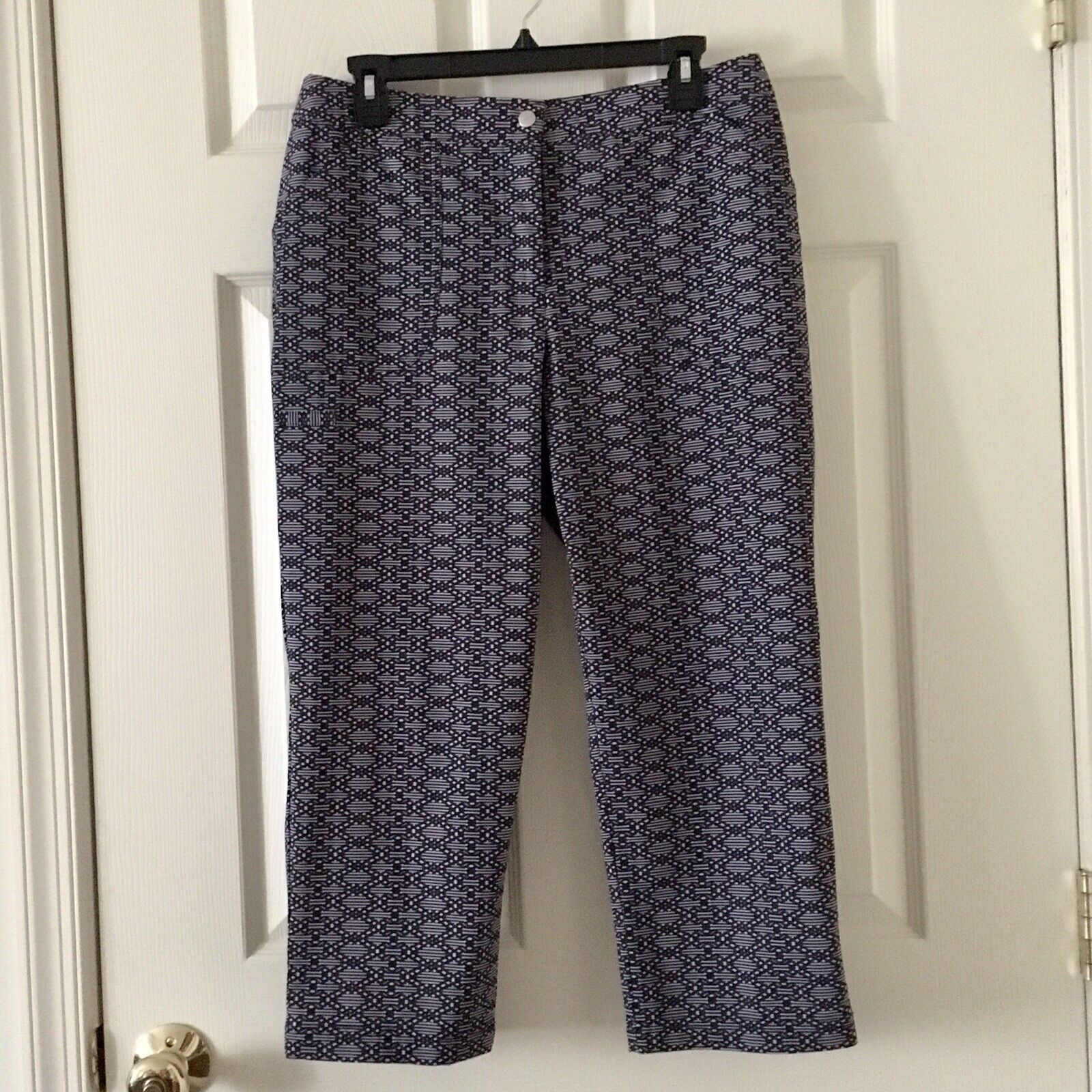 NWOT Women's Weekends by Chico's Black & White Capris - Chico's Size 1 (Medium)