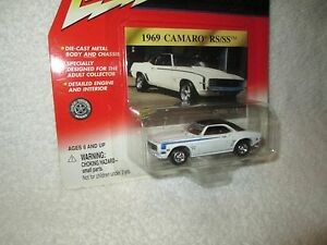JOHNNY LIGHTNING 1969 CAMARO RS/SS WHITE classic gold CHEVY 1/64 JL