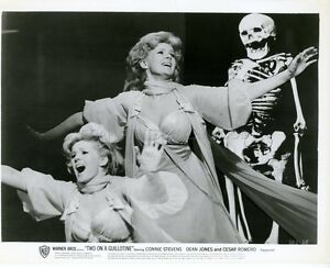 CONNIE-STEVENS-TWO-ON-A-GUILLOTINE-1965-VINTAGE-PHOTO-ORIGINAL-5