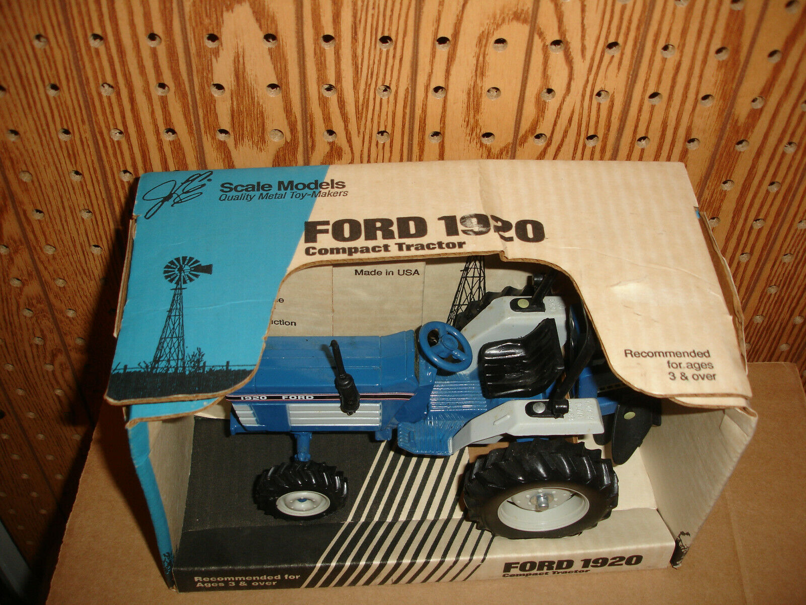 1 16 ford 1920 with plow in box