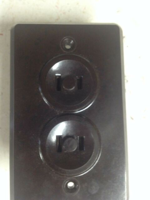 """1940 BROWN BAKELITE DUPLEX ELECTRIC OUTLETS HOWARD MFG./""""RECEPTRON/"""" NEW OLD STOCK"""