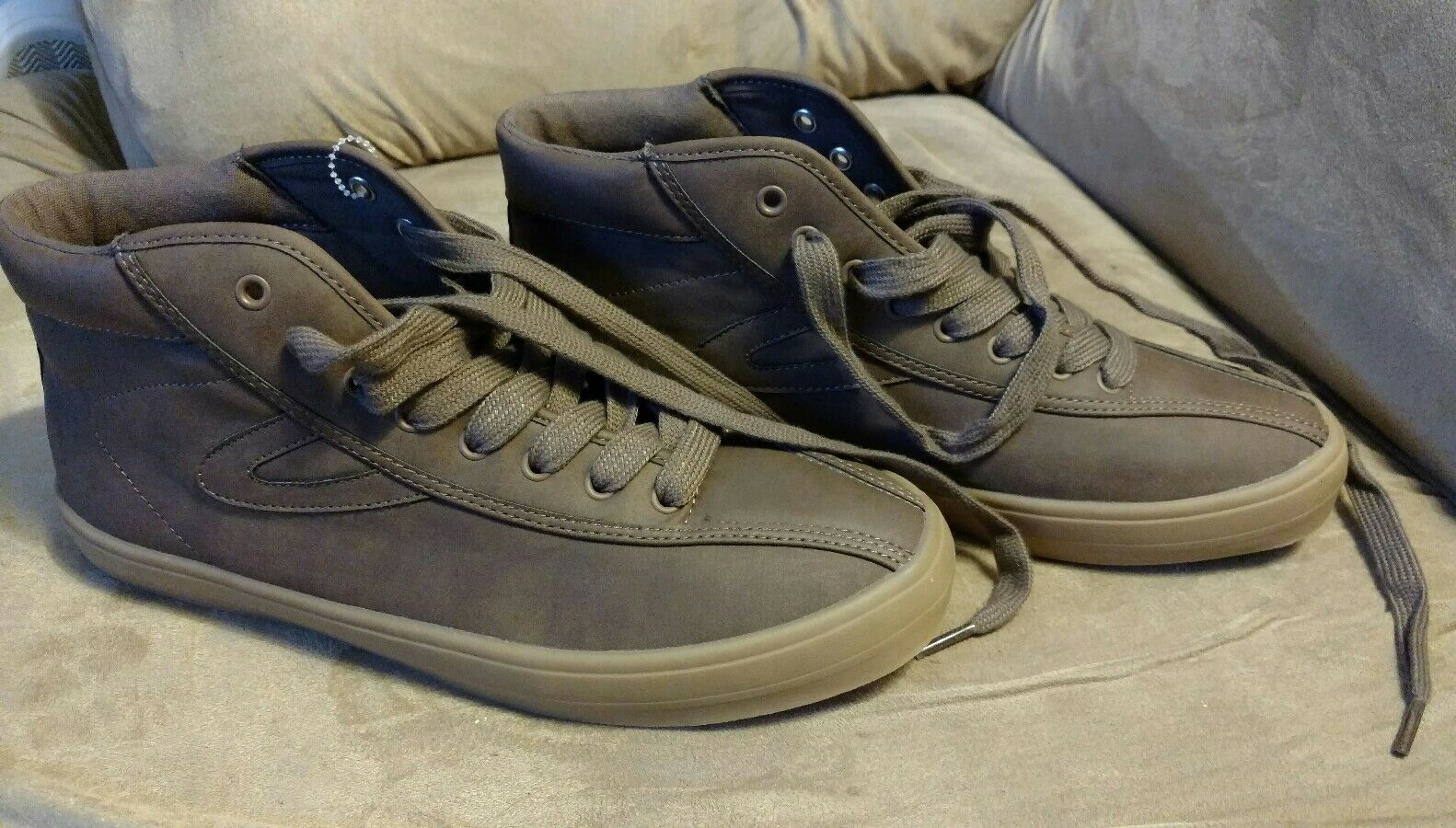 Size 8 tretorn high top Uomo Scarpe gum rubber